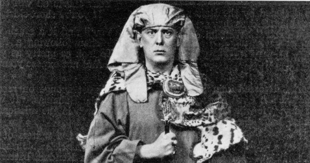 http://www.paranoiamagazine.com/wp-content/uploads/2016/05/Aleister-Crowley.png